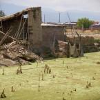 Casa de María Arroyo vista por detrás, donde el agua debilitó los cimientos (Foto de Leny Olivera)